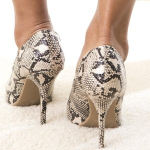 Wild Diva Shoes - Morgan Taupe Snakeskin Pointed Toe Pump